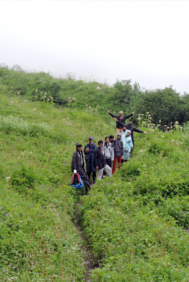 valley-of-flowers-family-trekking-package